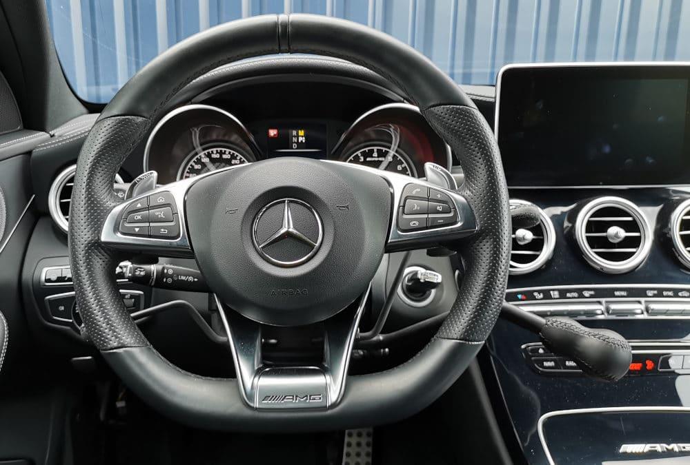 Installation de commandes au volant sur Mercedes Classe C