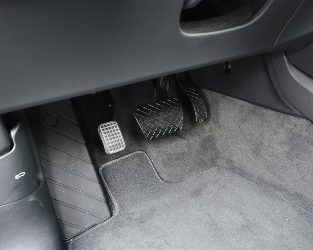 Audi Q5 pedale accelerateur pied gauche conduite adaptee