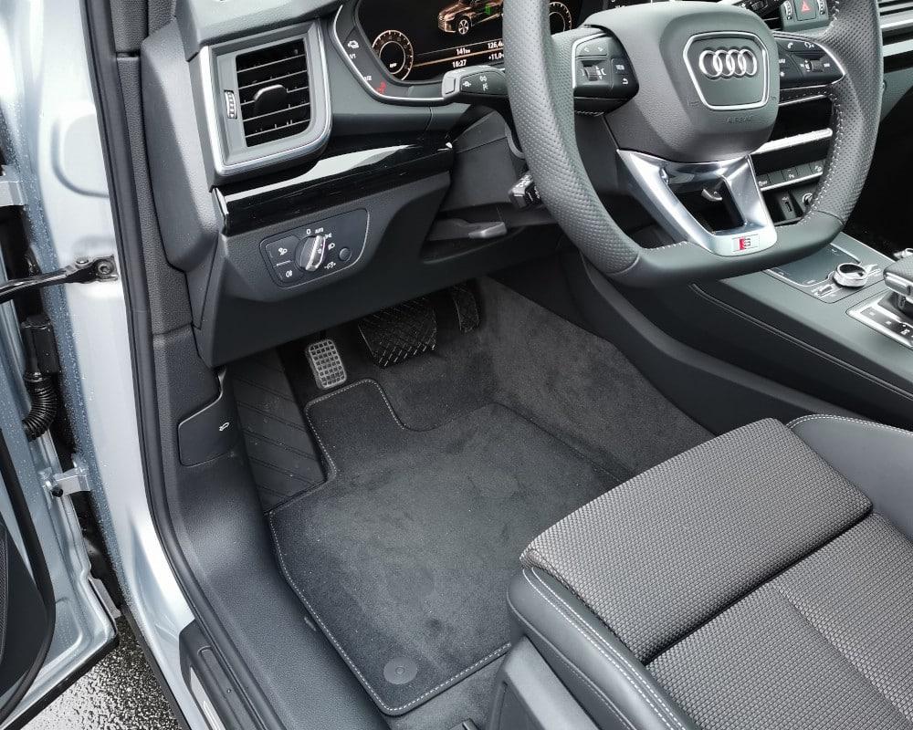 Audi Q5 pedale au pied gauche conduite adaptee