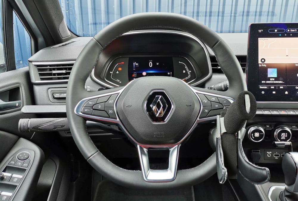 Aménagement de commandes au volant sur Renault Clio V