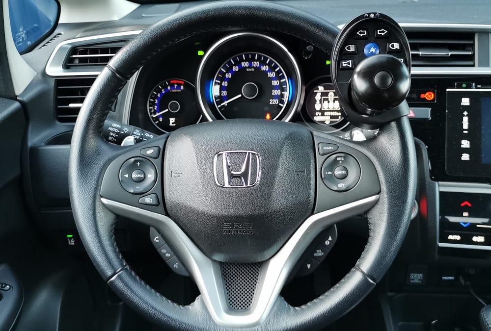 Aménagement de commandes au volant sur Honda Jazz