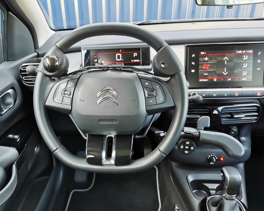 Conduite adaptee boule au volant accelerateur gachette index et mini clavier
