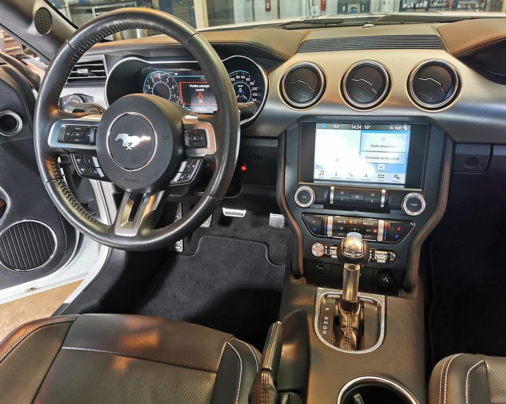 Ford Mustang V8 avec Leftdis