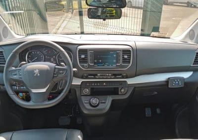 Aménagement auto-école sur Peugeot Traveller