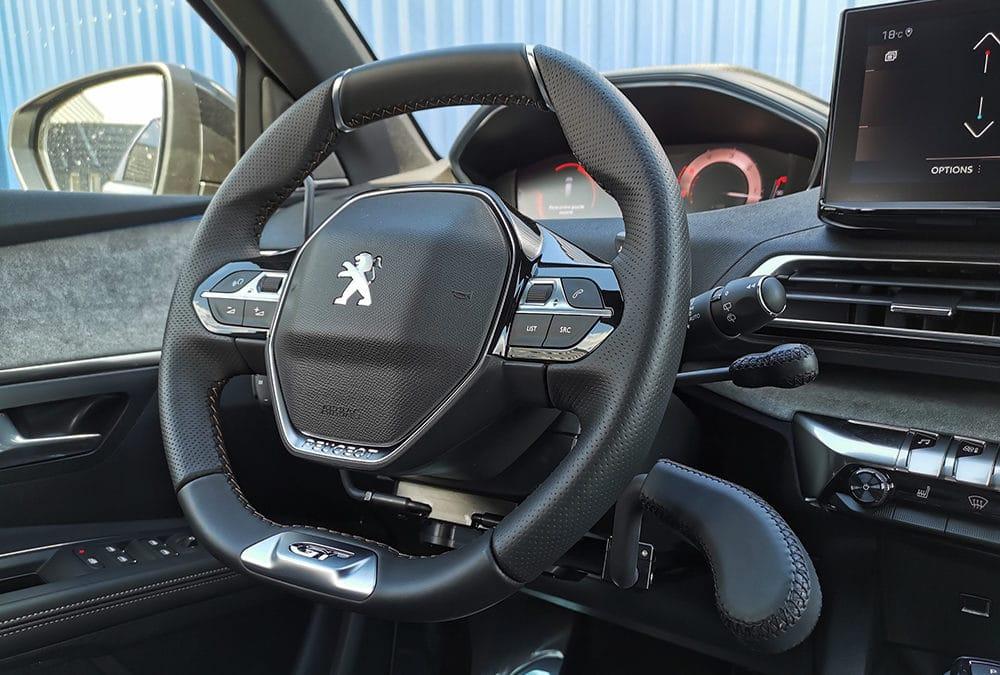 Accélérateur et frein au volant sur Peugeot 5008