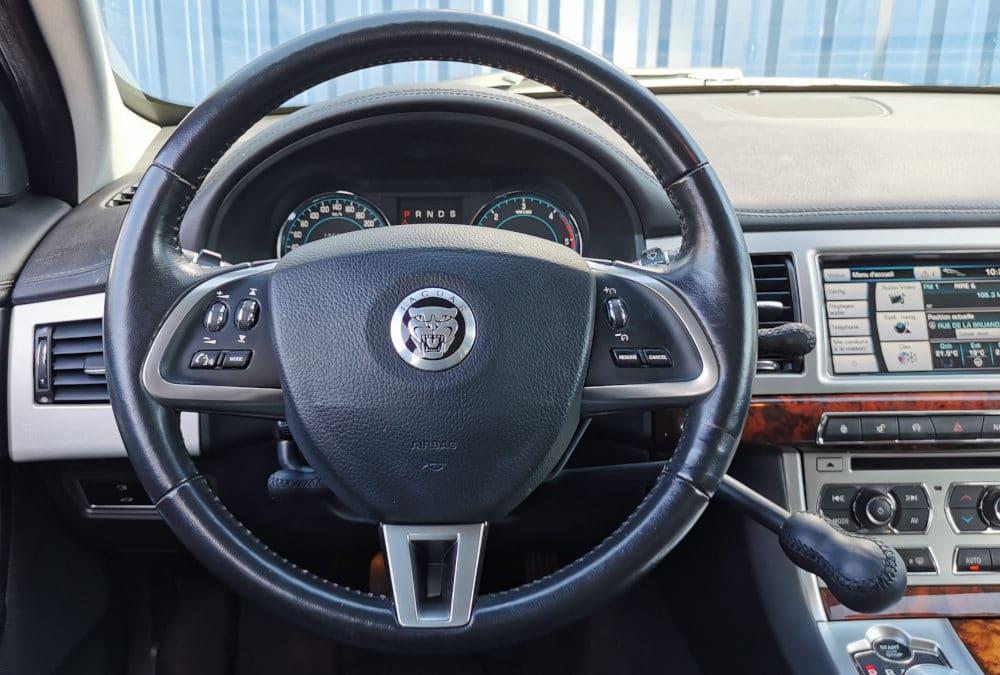 Adaptation de commandes au volant sur Jaguar XF