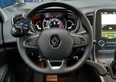Adaptation de commandes au volant sur Renault Scenic