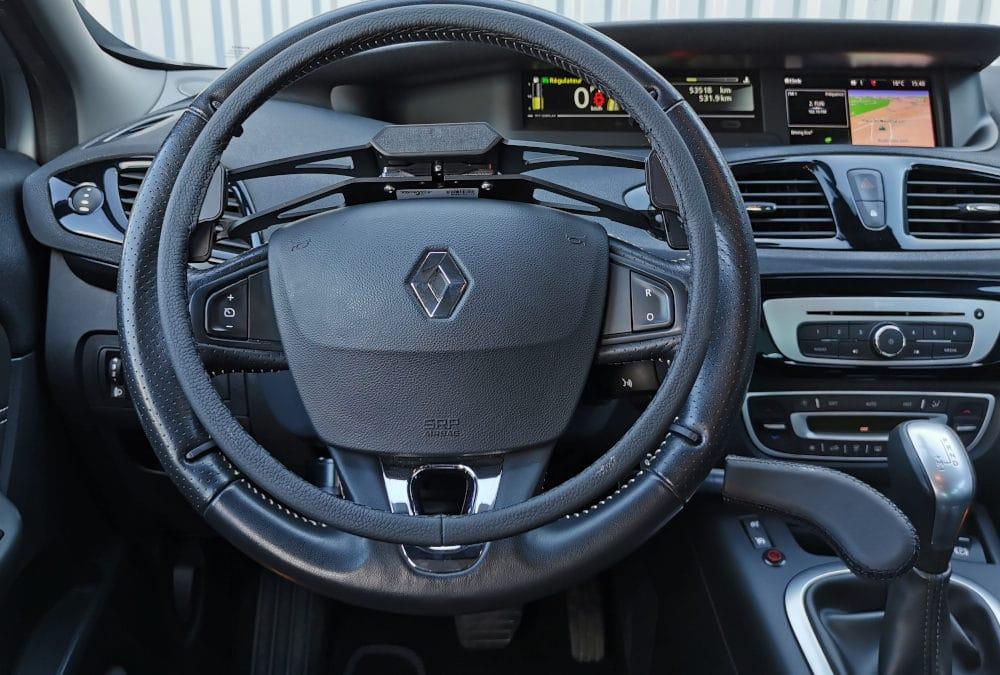 Installation de commandes au volant sur Renault Scenic
