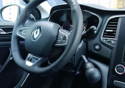 Aménagement de commandes au volant sur Renault Mégane