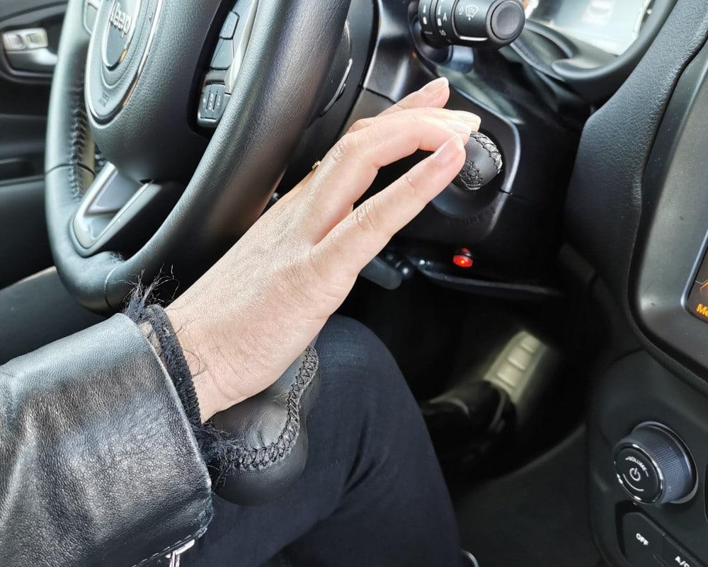 accelerateur au volant et frein avec main jeep renegade