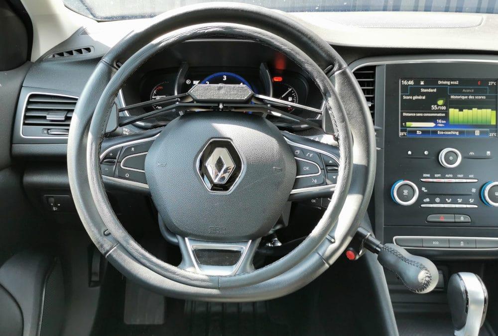 Installation de commandes au volant sur Renault Mégane