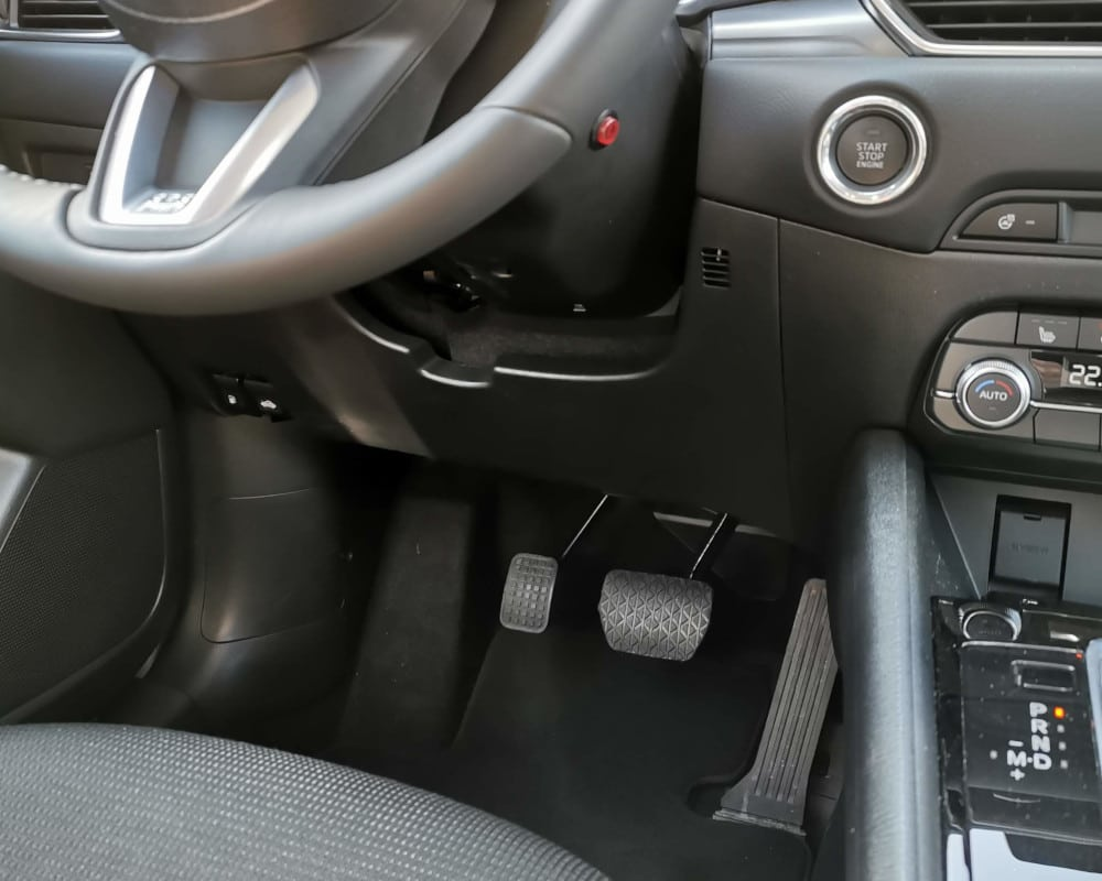 accelerateur pied gauche bouton activation mazda cx-5