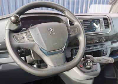 Aménagement de commandes au volant sur Peugeot Expert