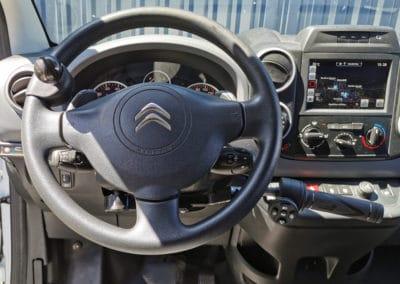 Installation de commandes au volant sur Citroën Berlingo