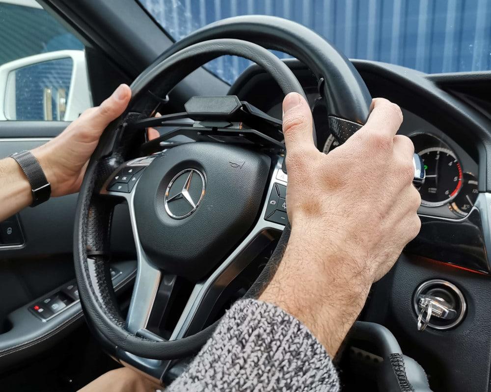 cercle au volant et frein manuel véhicule handicap classe E