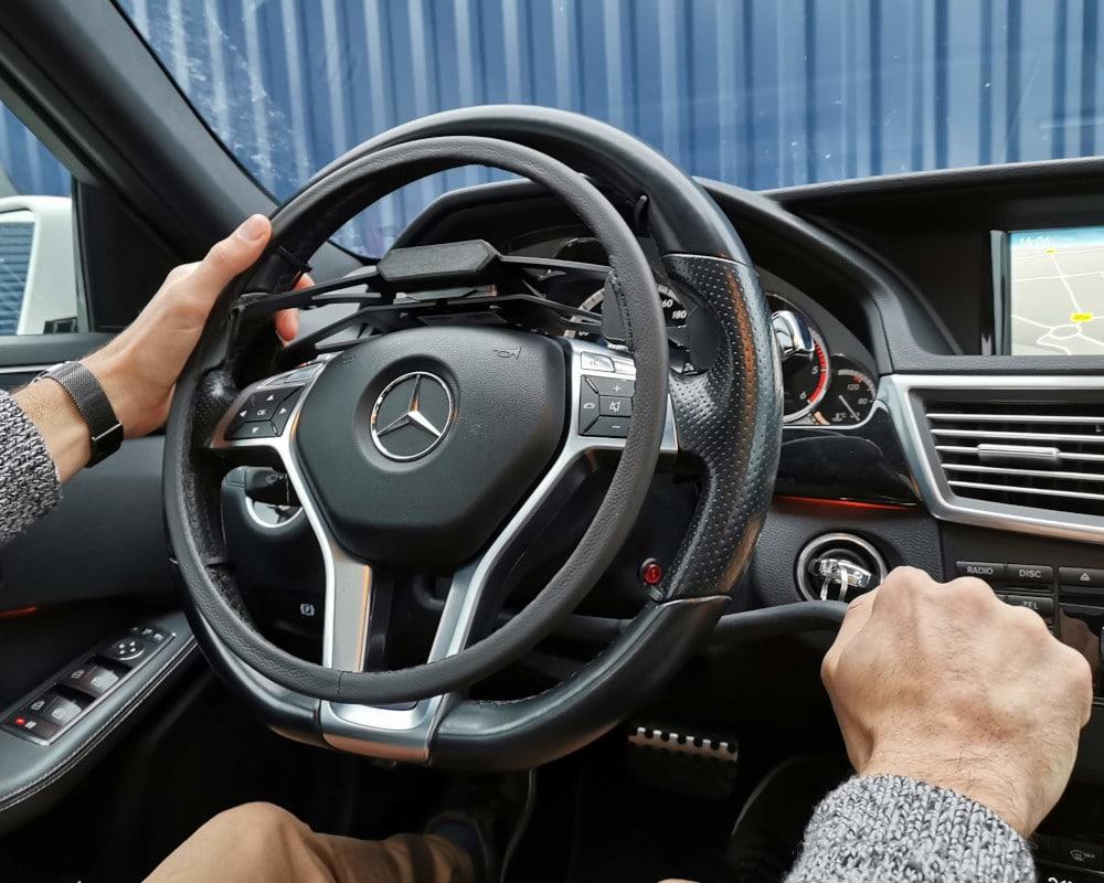 cercle au volant et frein manuel voiture handicapé classe E