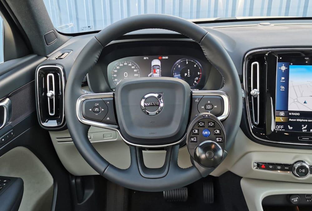 Adaptation de commandes au volant sur Volvo XC40