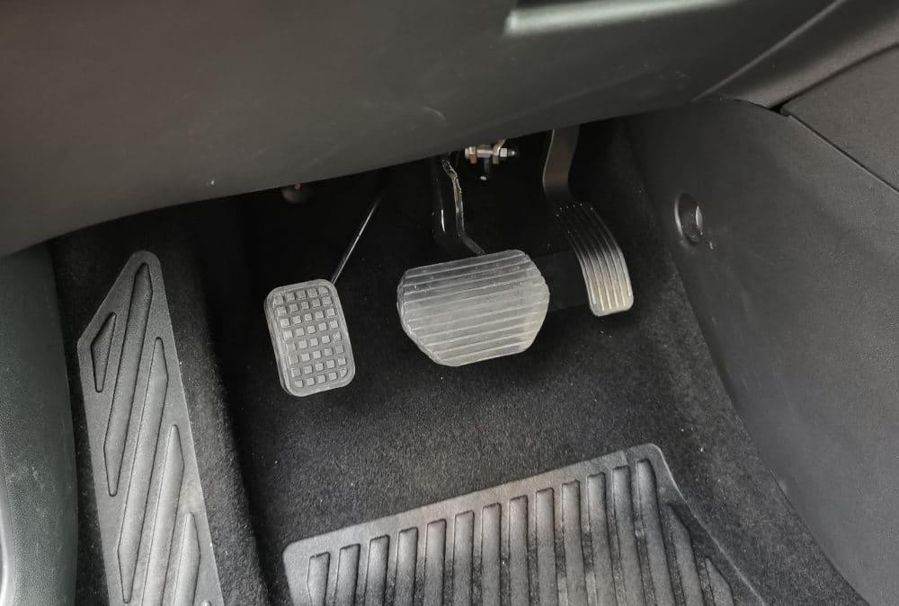 Installation accélérateur pied gauche sur Citroën C3 Aircross