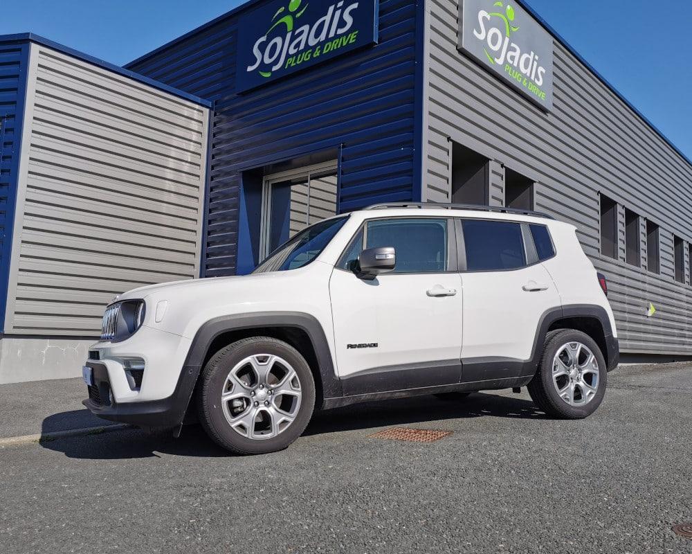jeep renegade accelerateur et frein au volant conduite handicapee