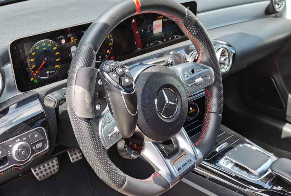 Aménagement d'une boule au volant sur Mercedes Classe A AMG